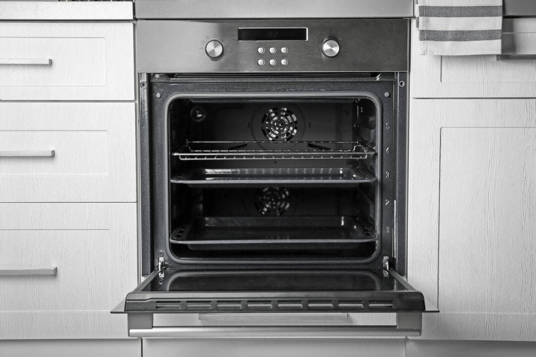 New,Electric,Oven,In,Kitchen